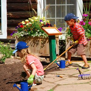 Kids-working-in-garden
